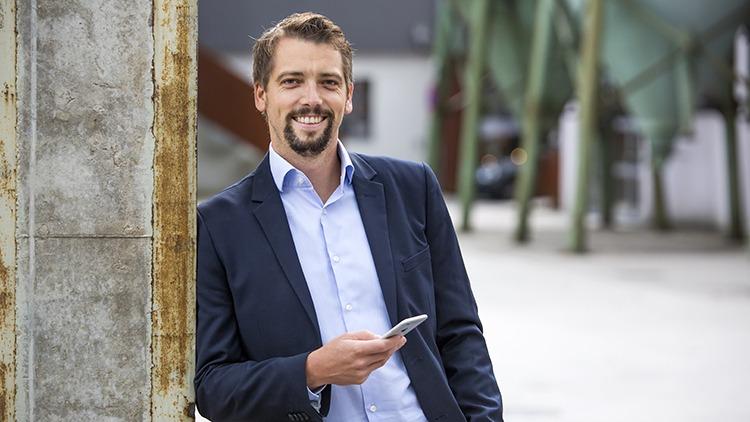 Chris Holzer trifft Marius Donhauser, Eigentümer des Holtellerie-Software-Unternehmens hotelkit: Sinnstiftung zieht uns mit